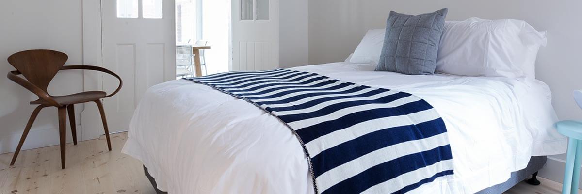 寝具のお手入れと準備の年間カレンダー。月別のスケジュール