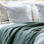 綿毛布っていつ使うの? 季節別の快適な使い方