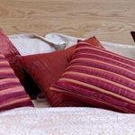 ベッドの上おクッションをカーテンと同生地でオーダー