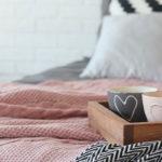 冬に寝汗が多い方の、寝具の選び方と使い方の工夫