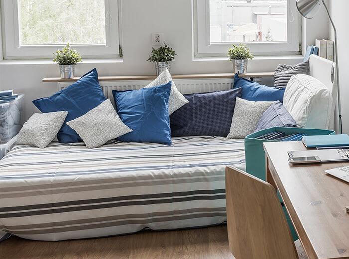 ベッドをソファのように見せるコツ